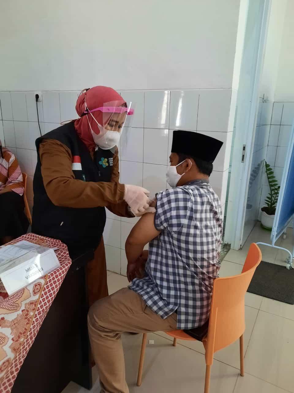 Vaksinasi Jajaran pengurus DKMA Syekh Quro Karawang
