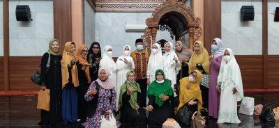 Majlis Taklim Ibu ibu DKMA Syekh Quro menyelenggarakan Rajaban